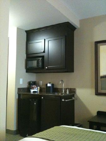 Holiday Inn Midland: in room kitchenette