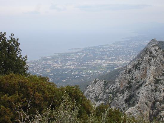 Cypern: Blick von St. Hillarion über die Insel