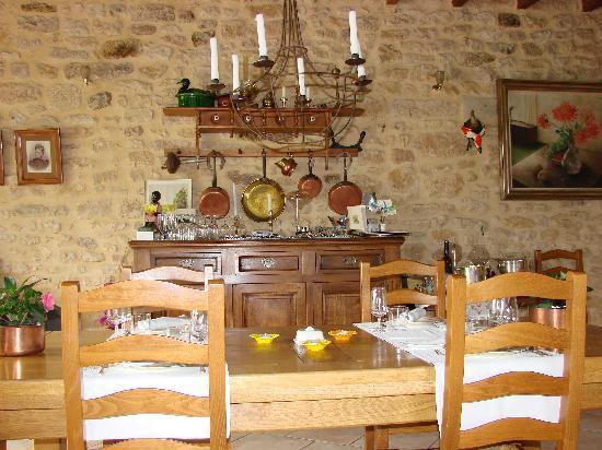 Restaurant de l'Auberge de la Source Peyssou: la salle du restaurant