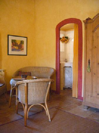 Le Moulin du Rossignol : Détail chambre jaune