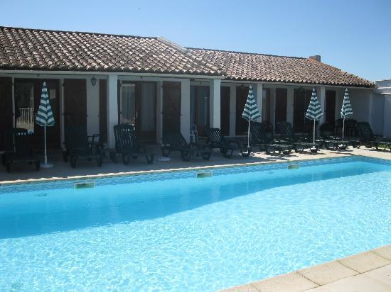 Auberge de la Fadaise : Vista piscina