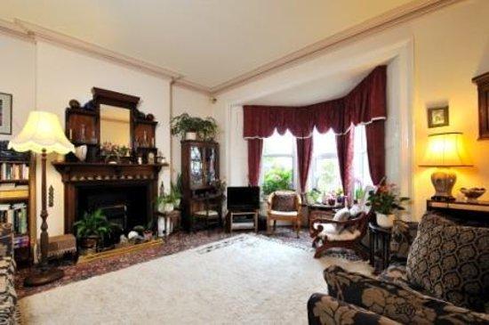 Dolvean House: Guest Lounge
