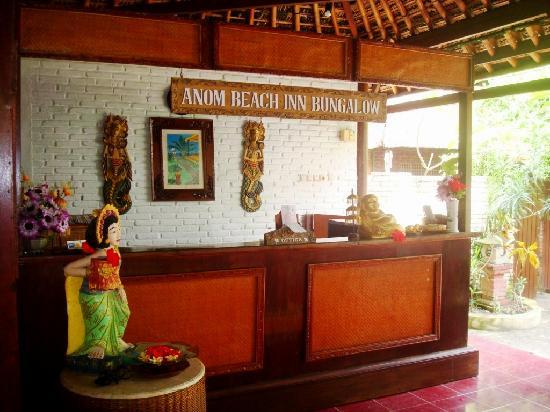 Anom Beach Inn Bungalows: The reception