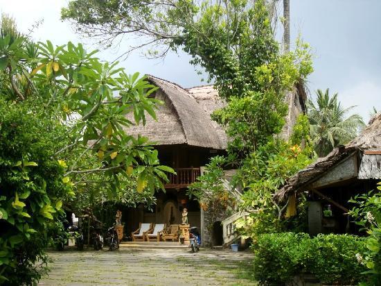 Anom Beach Inn Bungalows: The entrance