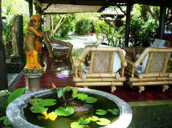 Anom Beach Inn Bungalows : Lounge with atmospere