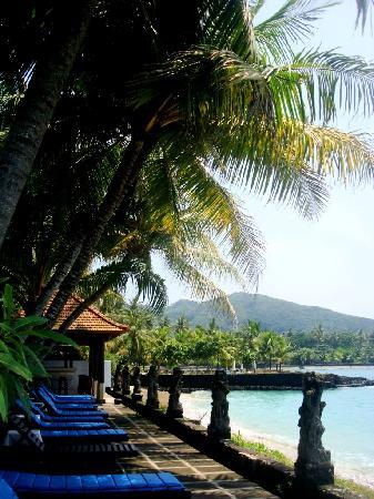 Anom Beach Inn Bungalows: Relaxing made easy