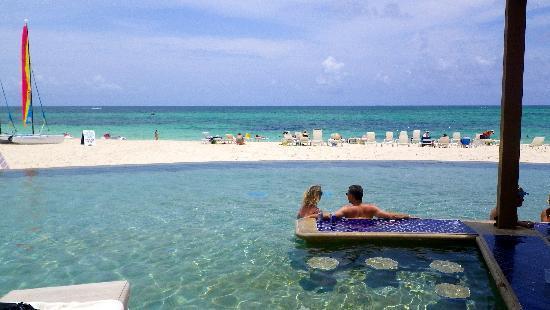 Grand Lucayan Bahamas The Poolside Bar