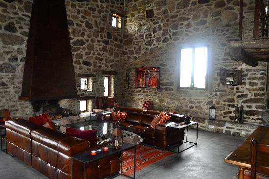 Basecamp Pyrenees: Inbydelnde interiør!
