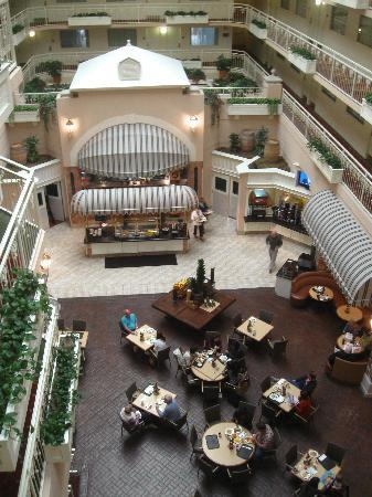 Embassy Suites by Hilton Hotel San Rafael - Marin County / Conference Center: Wonderful breakfast every morning!