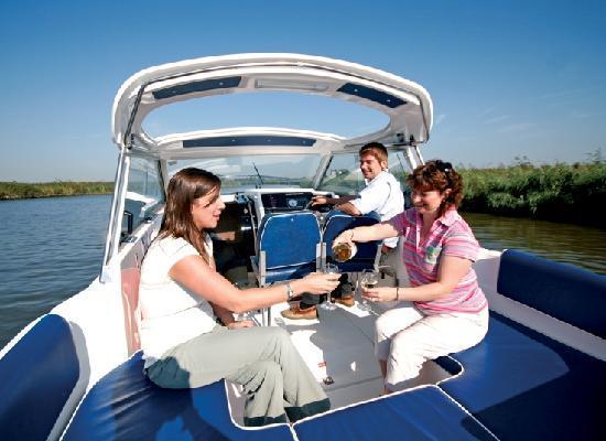 Waveney River Centre: Cruising the Broads