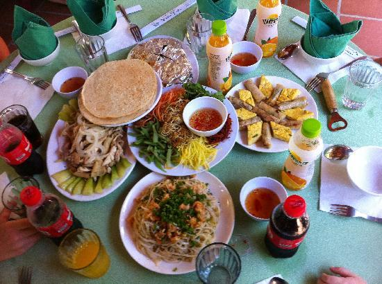 Betel Garden Villas : A feast of delicious Vietnamese food.