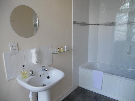 The Station Hotel: Ensuite bathroom