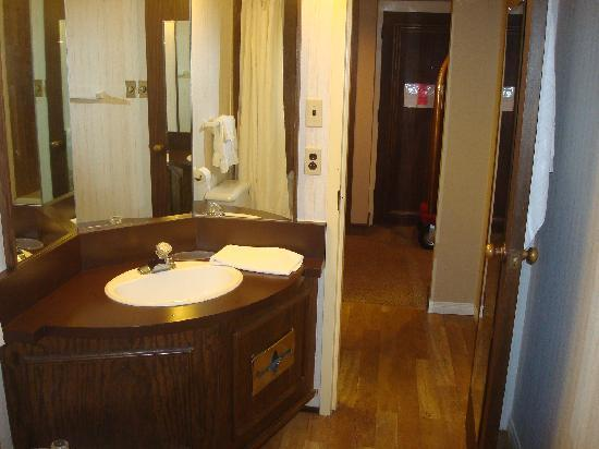 Best Western Downtown Sudbury Centreville: Washroom