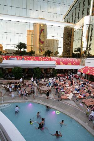 Golden Nugget Hotel: The part of the pool area