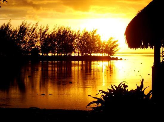 Moorea Fare Miti: The sunsets are amazing