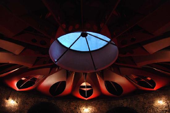 Monastero dei Benedettini : Struttura rossa dei Magazzini delle Cucine settecentesche