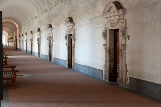 Monastero dei Benedettini: Corridoio