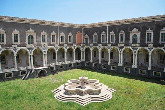 Katania, Włochy: Chiostro di Ponente