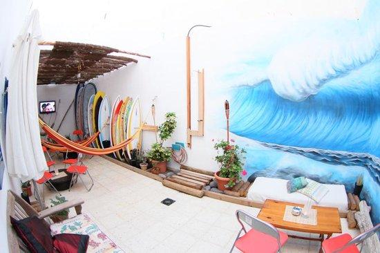 Clandestino Surf Adventure: Terraza Chill Out Clandestino