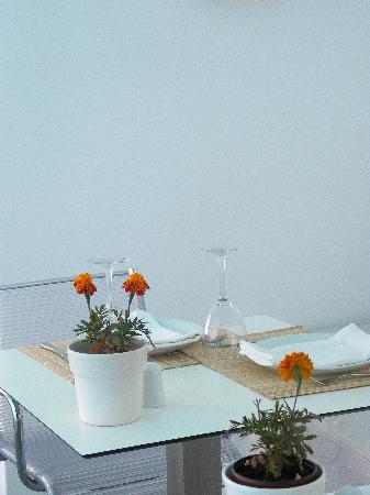 Chromata Hotel: poolside dining, breakfast, lunch or dinner