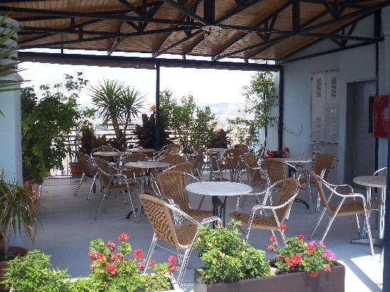 Economy Hotel: Roof