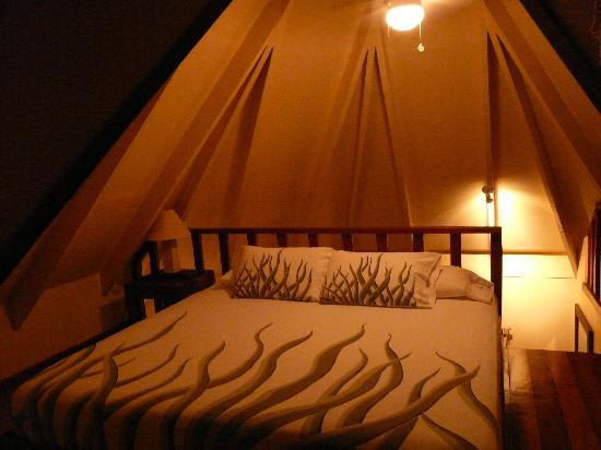 Tamarindo Village Hotel : Loft style bedroom