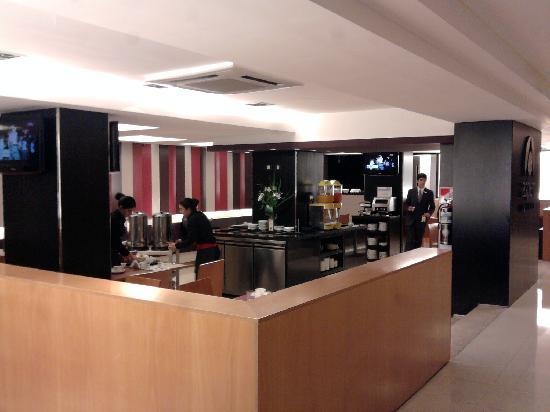 Aspen Suites Hotel: El desayunador