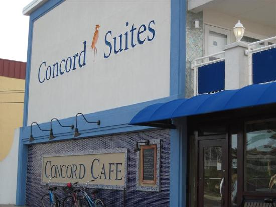 The Concord Suites: Entrance to Cafe, on Dune Road