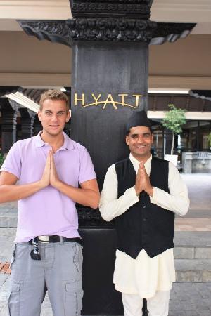 """Hyatt Regency Kathmandu: Am Hotel Eingang """"Namaste"""""""