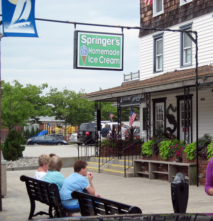 Stone Harbor, NJ: Springers entrance on 3rd Ave at 94th