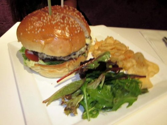 Canele Patisserie Chocolaterie: Canele Cheese Burger