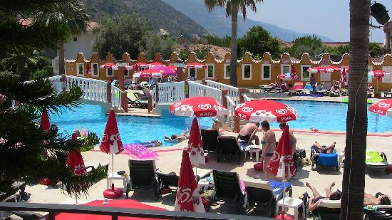 Karbel Hotel: View to the pool