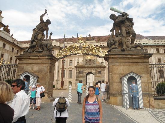 Caruana Tours : Entrada al Castillo