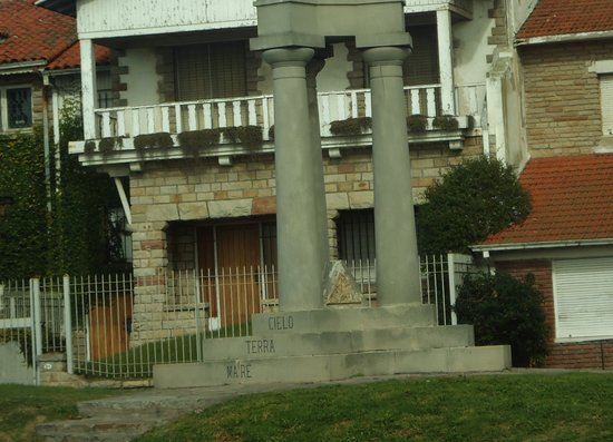 Loba Capitolina Monument