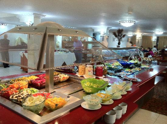 Ron Beach Hotel: Dinner buffet.