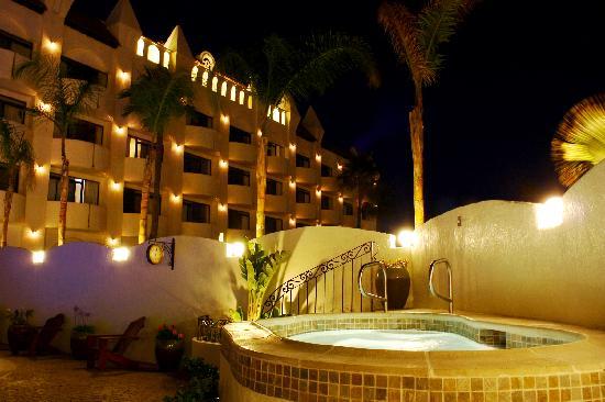 Corona Hotel & Spa: Jacuzzi at night