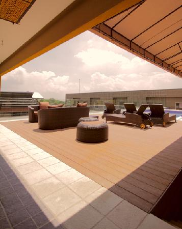 Studio Hotel: Pool Area