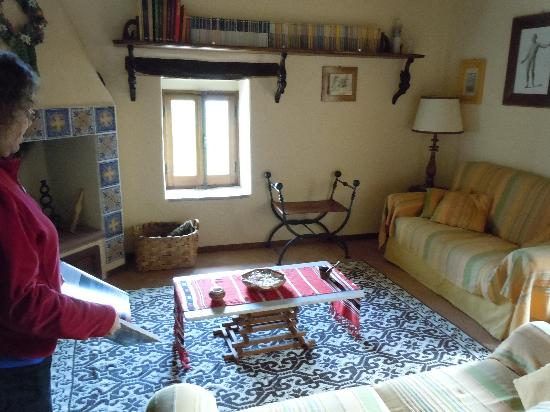 Agriturismo Monte Valentino: common room for reading or watching tv