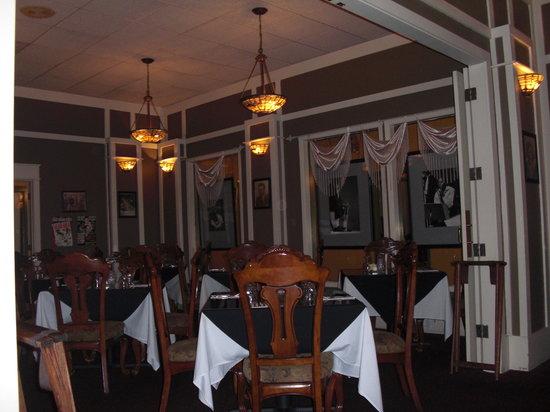Bogey's Bar & Restaurant: Inside of Bogey's