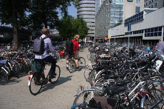 Amsterdam, Nederländerna: Parking for bicycles