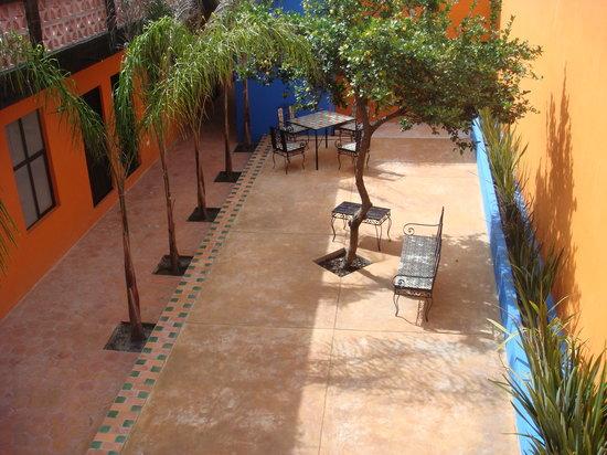 Hotel Suites Dali: Exterior  y area comun