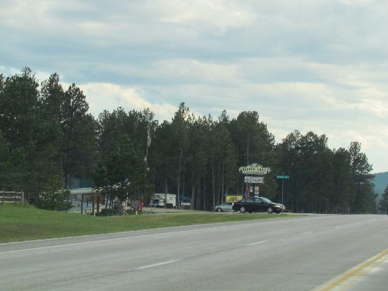 Beaver Lake Campground : View of entrance from the road hwy 16