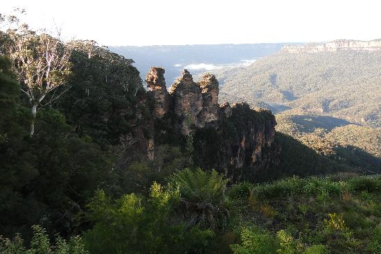Echo Point Village: The Three Sisters