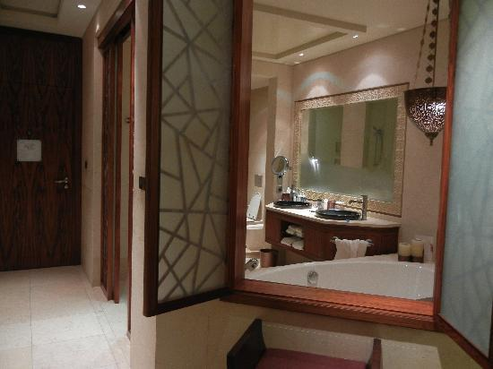 Raffles Dubai: Excellent bathroom