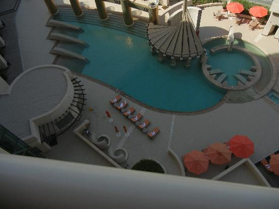 Raffles Dubai: Nice pool
