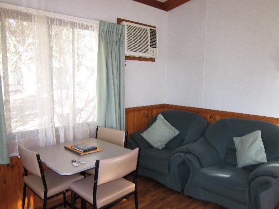 Western KI Caravan Park and Wildlife Reserve: Western KI Caravan Park - park cabin room