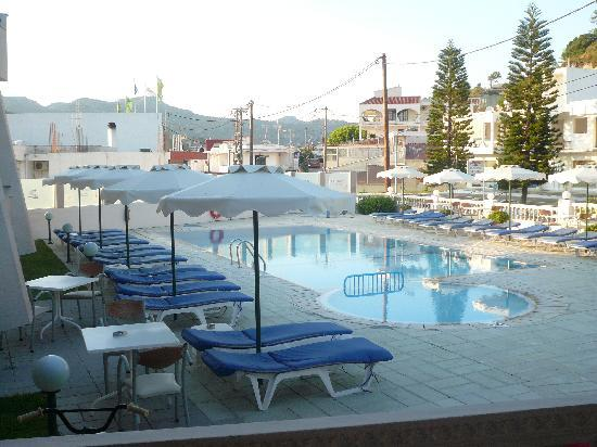 Golden Days Hotel: Pool area