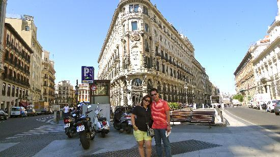 Just in front of our hotel bild von hotel regina madrid for Hotel regina alcala 19 madrid