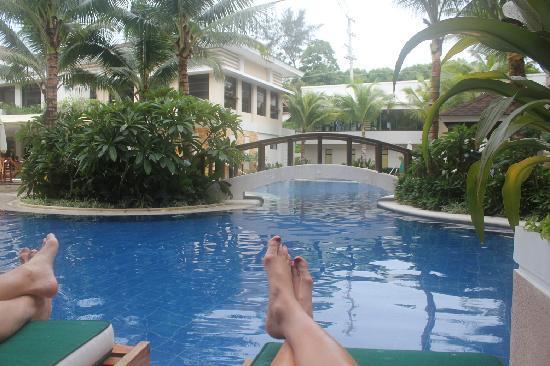 Henann Lagoon Resort : Lounging on the patio of room #123