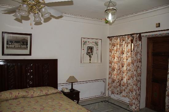 Hotel Pushkar Palace: room